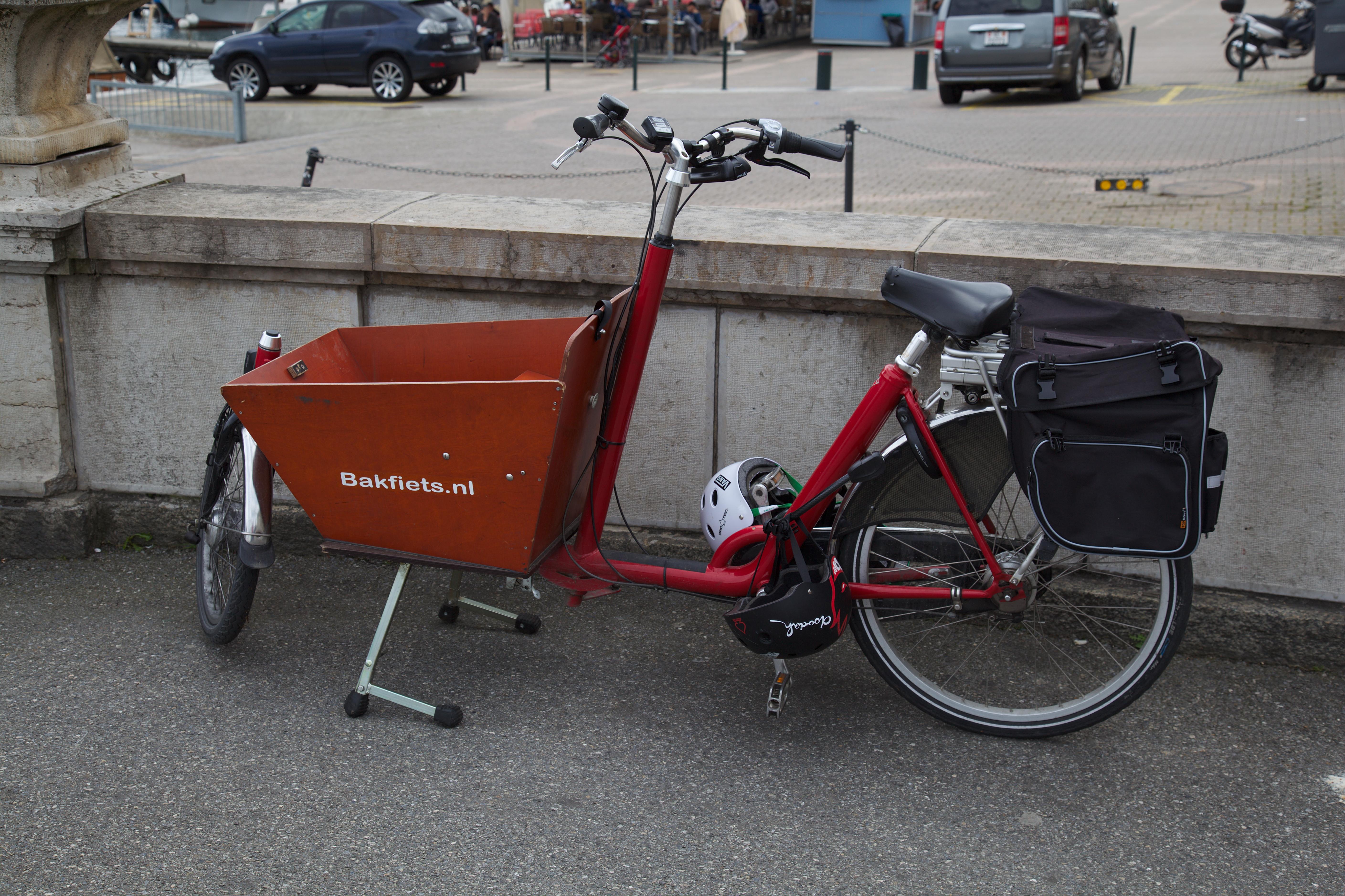 Onwijs Bakfiets.nl Electric Cargobike short in Geneva - BikeCamper MT-44